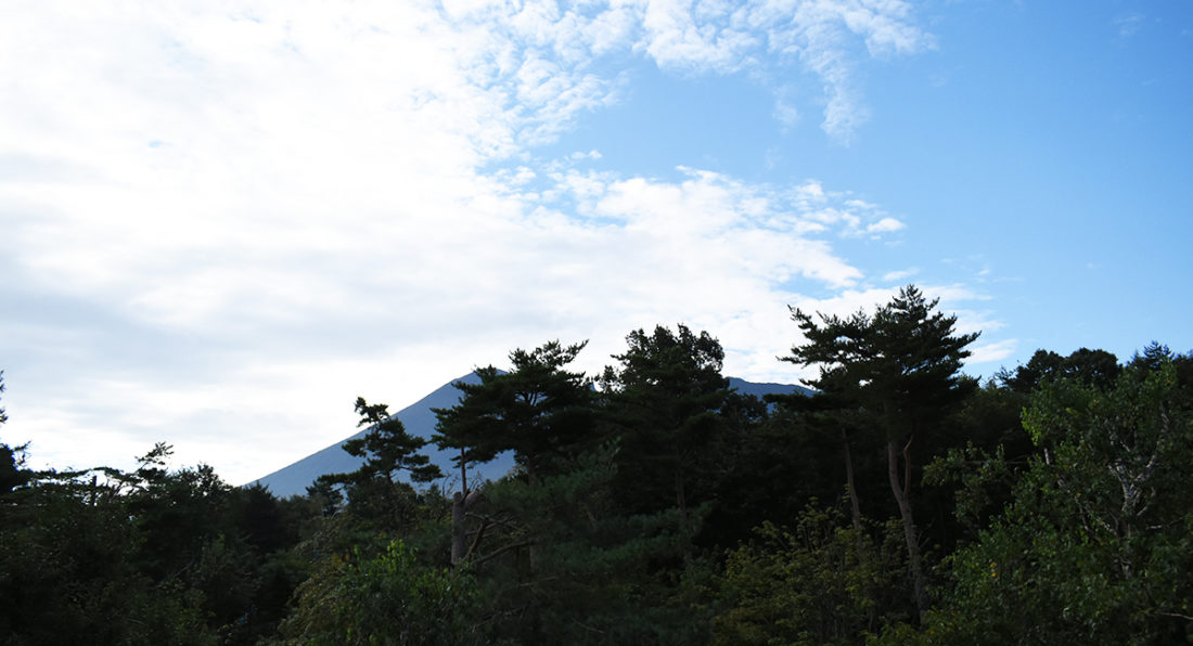 八幡平ハイツ庭から見た岩手山